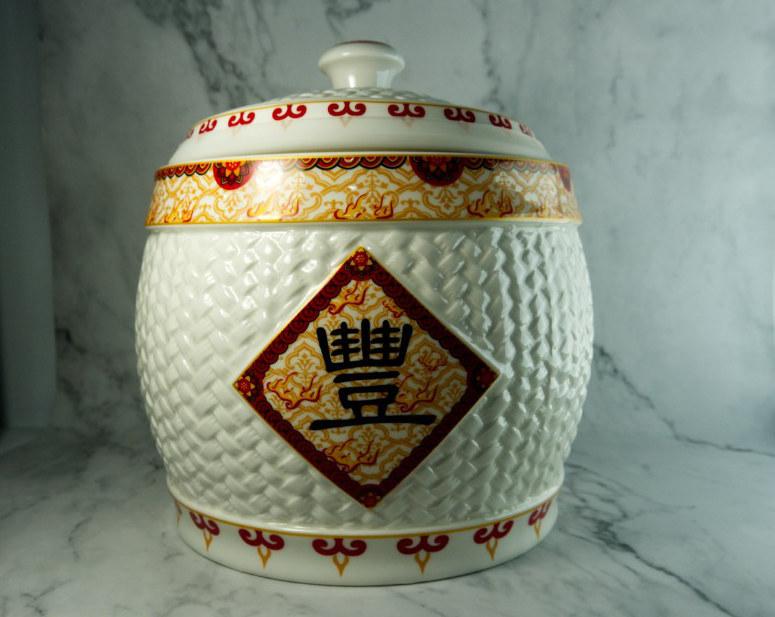 Chuyên gia phong thủy chỉ 'điểm vàng' đặt hũ gạo trong nhà để tụ lộc - Ảnh 1